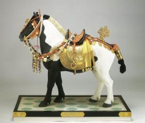 鶴斑毛御彫馬(つるぶちけのおんえりうま)