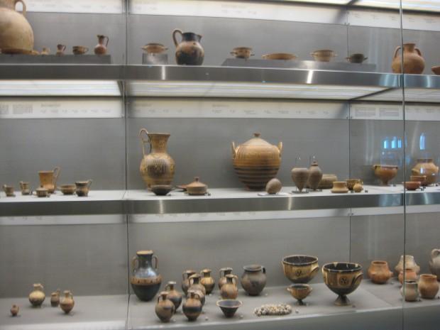 新アクロポリス美術館(アテネ)におけるギリシア陶器展示例
